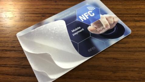 Umweltfreundliche Chipkarten aus Karton als Alternative zu herkömmlichen Plastikkarten ()
